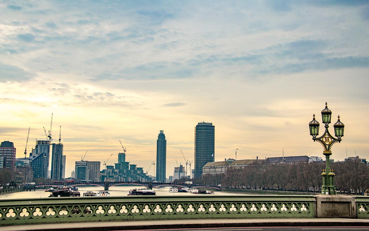 Blick-von-Bruecke-London