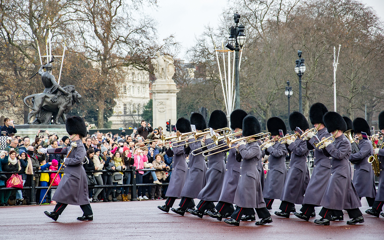 Changing-the-guard-London