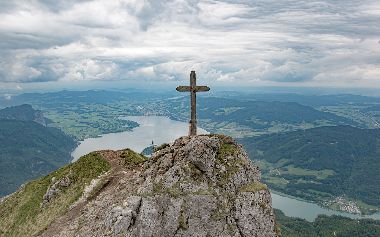 Gipfelkreuz-am-Schafberg-Panorama