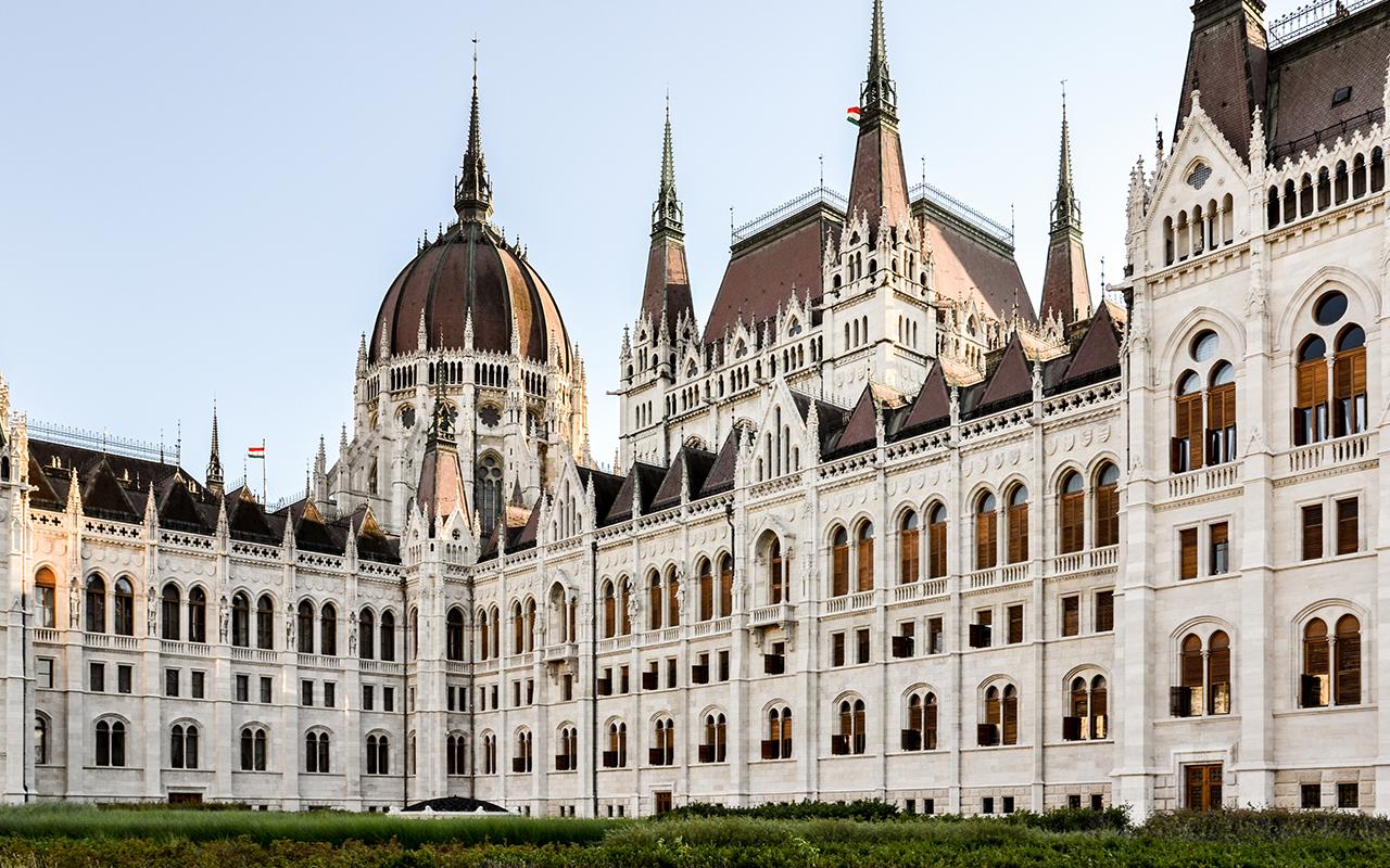 Parlament-Sonnenuntergang-Budapest