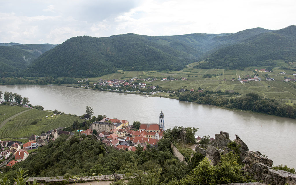 Blick-auf-Duernstein-und-Donau